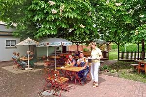 Biergarten der Gaststätte Kastanienhof in Flieth/Uckermark