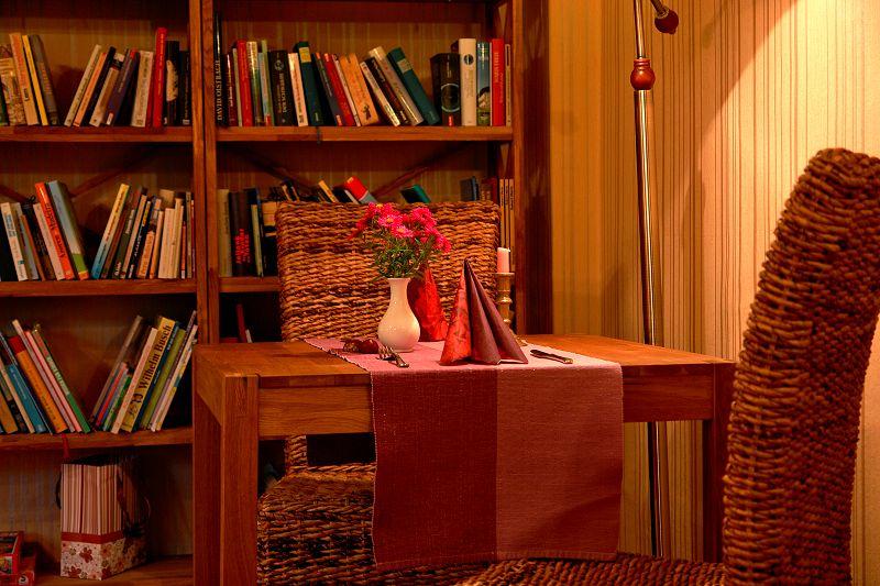 Gaststätte Kastanienhof Uckermark - Sitzecke am Bücherregal
