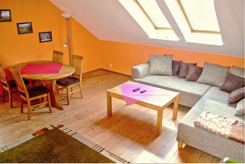 große Ferienwohnung - Wohnzimmer - rechts